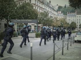 CRS lors des manifestations contre les réformes à Lyon